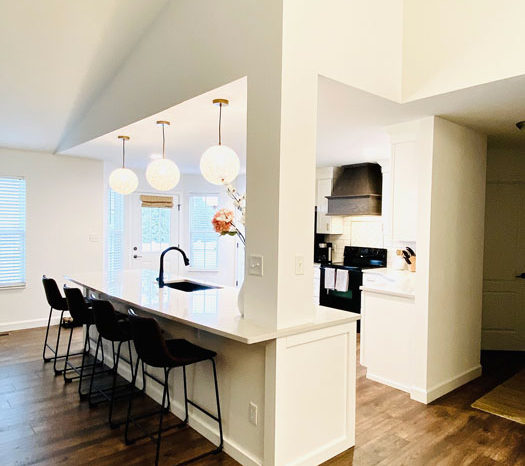 kitchen-remodel-modern-light-fixtures-white-cabinets-image-the-design-studio-breese